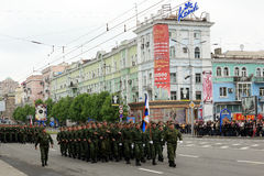 Victory Parade à Donetsk Défilé militaire consacré au soixante-dixième Photographie stock libre de droits