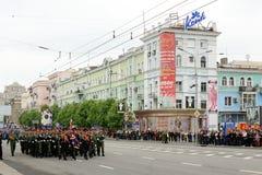 Victory Parade à Donetsk Défilé militaire consacré au soixante-dixième Images libres de droits