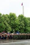 Victory Parade à Donetsk Défilé militaire consacré au soixante-dixième Image stock