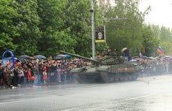 Victory Parade à Donetsk Défilé militaire consacré au soixante-dixième Images stock