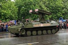 Victory Parade à Donetsk Défilé militaire consacré au soixante-dixième Photos stock