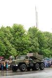 Victory Parade à Donetsk Défilé militaire consacré au soixante-dixième Photos libres de droits