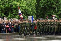 Victory Parade em Donetsk Parada militar dedicada ao 70th Imagens de Stock