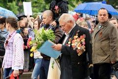 Victory Parade en Donetsk Regimiento inmortal 9 de mayo de 2015 Imagen de archivo libre de regalías
