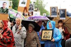 Victory Parade en Donetsk Regimiento inmortal 9 de mayo de 2015 Fotografía de archivo libre de regalías