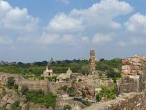 Victory Tower y templos, Chittaurgarh, Rajasthán Imagen de archivo libre de regalías