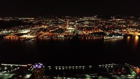 Vidéo aérienne de Camden New Jersey Waterfront la nuit banque de vidéos
