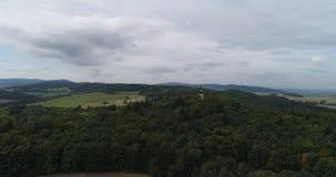 Vidéo aérienne de paysage et de village en Bohême occidentale banque de vidéos