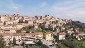 Vidéo aérienne de Treia - la Marche, Italie banque de vidéos