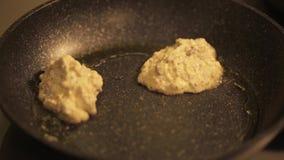 Vidéo courte de cuisson de crêpes saines Concept sain de consommation Nourriture saine banque de vidéos