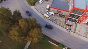 Vidéo d'antenne de voyage par la route Deux voitures 4k banque de vidéos