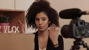 Vidéo d'examen de produit de tir de Vlogger clips vidéos