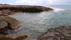 Vidéo de brise-lames d'océan banque de vidéos