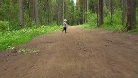 Vidéo de courir peu de garçon banque de vidéos