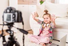 Vidéo de enregistrement de petite fille photos libres de droits