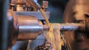 Vidéo de l'usine Système de refroidissement pour le tour Le travailleur inclut l'approvisionnement en liquide réfrigérant banque de vidéos