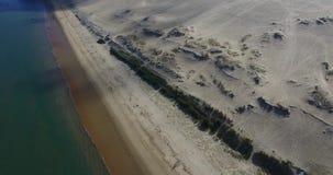 Vidéo de la plus grands dune et océan de sable Dune du Pilat en Europe, Arcachon, France Empreintes de pas sur le sable, vidéo po clips vidéos