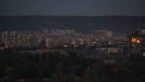 Vidéo de temps-faute de paysage urbain au coucher du soleil banque de vidéos