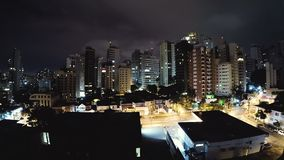Vidéo de Timelapse de Sao Paulo la nuit banque de vidéos