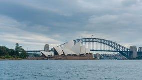 vidéo du hyperlapse 4k de Sydney Opera House et de pont de port banque de vidéos