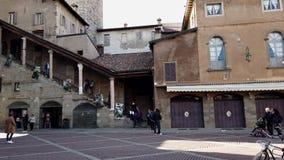 vidéo 4k 180 degrés de pano de Piazza Vecchia Bergame, Italie banque de vidéos