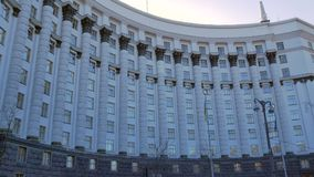Vidéo panoramique verticale du Cabinet de ministres de l'Ukraine connus sous le nom de gouvernement de l'Ukraine banque de vidéos