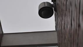 Vidéo surveillance de dôme sur le bâtiment banque de vidéos