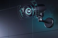 Vid?o surveillance sur le mur avec l'interface futuriste autour de sa lentille comme elle analyse des environs rendu 3d illustration stock