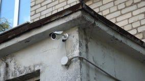 Vidéo surveillance sur le mur de l'école d'art du ` s d'enfants banque de vidéos