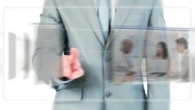 Vidéos de déplacement d'homme d'affaires au sujet de technologie banque de vidéos