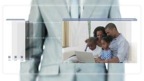 Vidéos de déplacement d'homme d'affaires au sujet des familles utilisant un ordinateur portable banque de vidéos