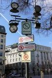 Vidéos surveillance et les bannières menaçantes Images libres de droits