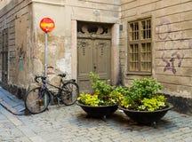 Vid ett äldre charmigt mensen lite medfaret hus I Gamla Statan har Royalty-vrije Stock Foto's