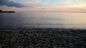 Vid?o du coucher du soleil lent sur la plage regardant la mer M?diterran?e clips vidéos