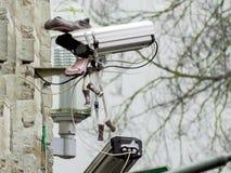 Vid?o surveillance sur un mur photographie stock