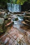 Vid vattenfallet Royaltyfria Bilder