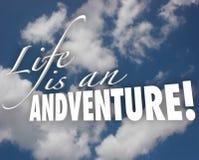 A vida é uma motivação da inspiração das nuvens das palavras da aventura 3d ilustração do vetor