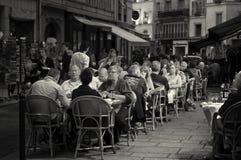 Vida al aire libre del café, París Imagenes de archivo