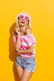 Vida através dos vidros cor-de-rosa Imagens de Stock