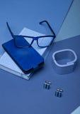 A vida azul do estilo da forma da cor ainda setup no azul Fotos de Stock
