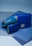 A vida azul do estilo da forma da cor ainda setup no azul Foto de Stock