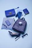 A vida azul do estilo da forma da cor ainda setup no azul Imagens de Stock Royalty Free