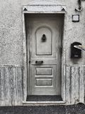 Vida blanco y negro de la puerta principal aún Imagen de archivo