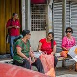Vida como é - esperando o ônibus Foto de Stock
