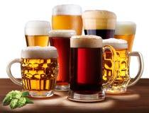 Aún-vida con los vidrios de cerveza. Fotografía de archivo libre de regalías
