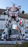 Vida da estátua de Unicorn Gundam - parte dianteira da posição do tamanho do Tóquio da plaza da cidade do mergulhador em Odaiba imagem de stock