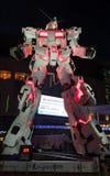 Vida da estátua de Unicorn Gundam - parte dianteira da posição do tamanho do Tóquio da plaza da cidade do mergulhador em Odaiba foto de stock