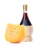 Vida da garrafa e do queijo de vinho tinto ainda Fotos de Stock Royalty Free