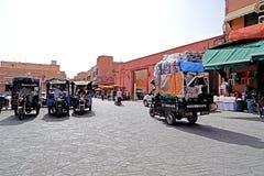 Vida de cada día en el cuadrado del EL-Fna de Jamaâna en Marrakesh Imagen de archivo libre de regalías