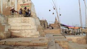 Vida de cada día en un río Ganges Ghat